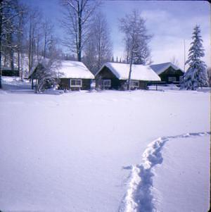 cabins_winter
