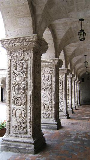 Detail of columns in the plaza