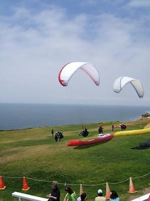 Parasailers at Torrey Pines