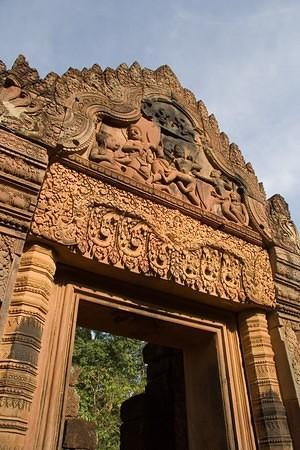 Banteay Srey doorway carvings
