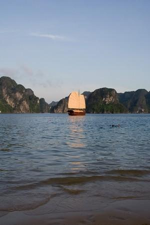Late afternoon on Ha Long