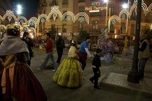 Kids get ready to light the falla infatile