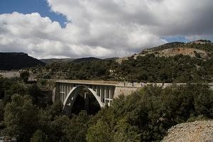 Bridge and valley along the road to Morella