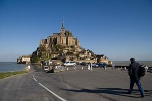 Walking to Mont Saint-Michel