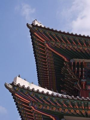 Geunjeongjeon roof details