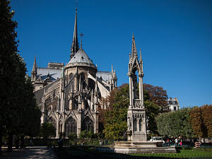 Notre Dame's apse and fountain