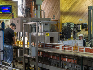 Bottling Woodford Reserve Kentucky Malt Whiskies