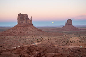 Monument Valley sunset and moonrise between the West and East mittens