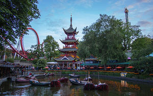Dragon Boat lake and Dæmonen roller coaster