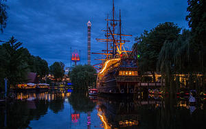 Tivoli's pirate ship
